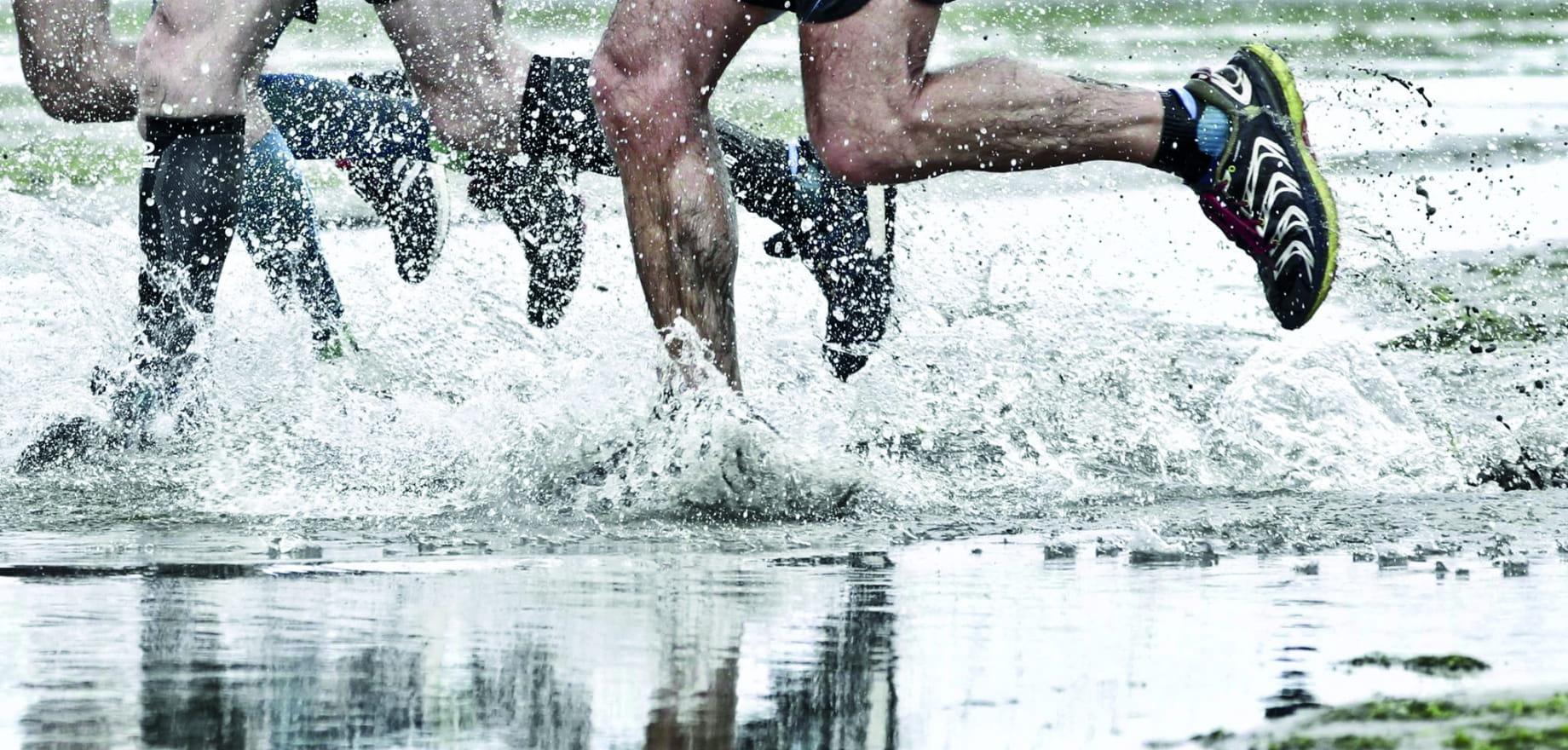 Photo trail les pieds dans l'eau