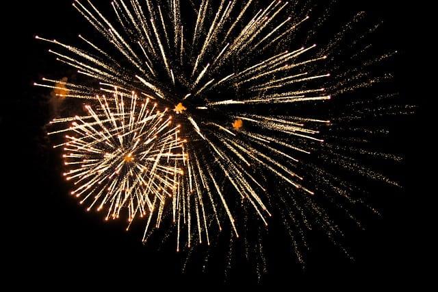 fireworks-1880042_640