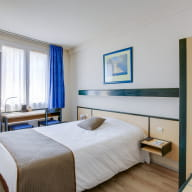 chambre3_hotel-champ-de-mars_st-brieuc